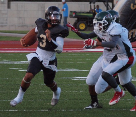 Corey Thomas running past Highland Park defenders on a designed run.