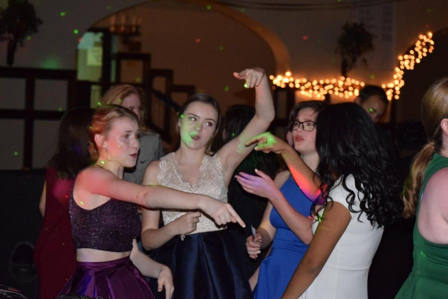 %28Left+to+right%29+Sophomores%2C+Katie+Fitzgerald%2C+Rose+Pennington%2C+Ann+Beall%2C+and+Yadira+Garcia+dance+at+the+2016+Winter+Semi-formal.
