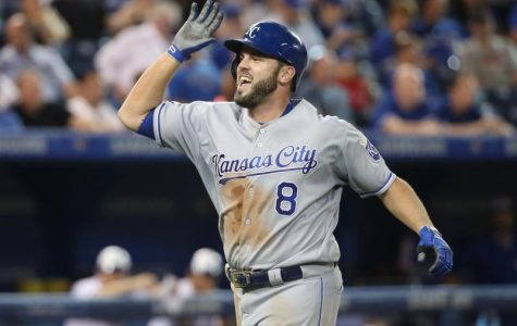 Mike Moustakas Returns to Royals